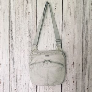 Baggallini Cream and Pink Crossbody Bag Purse